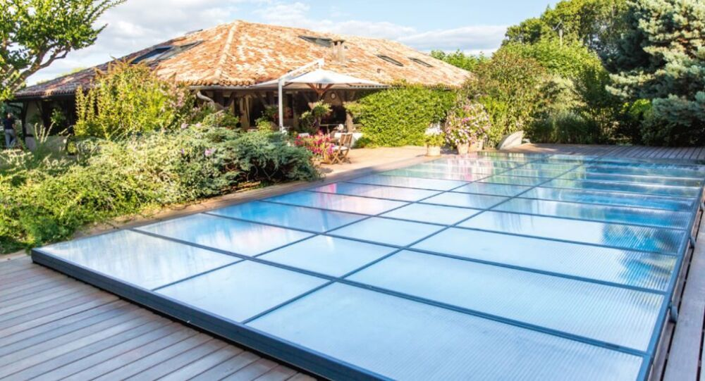 Abri de piscine plat motorisé© Abridéal