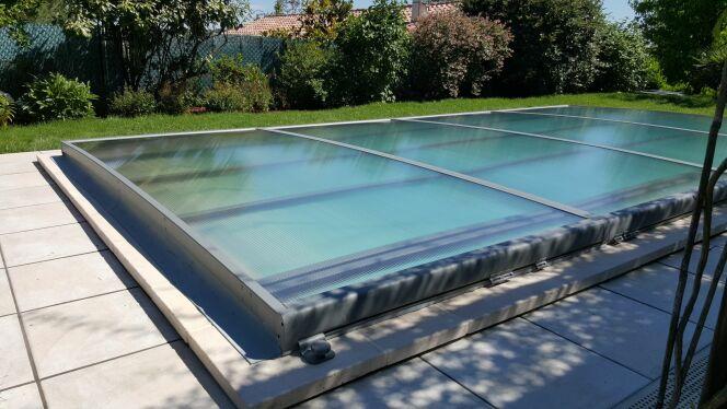 Abri de piscine plat, par Azenco