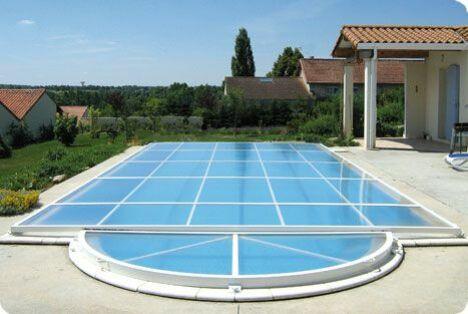 "Abri de piscine Primo version ""plat"" Abridéal<span class=""normal italic petit"">© Abridéal</span>"