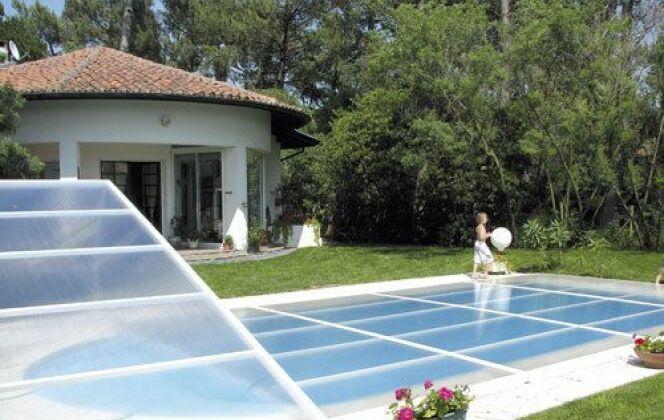 """Abri de piscine Primo version """"plat"""" Abridéal © Abridéal"""