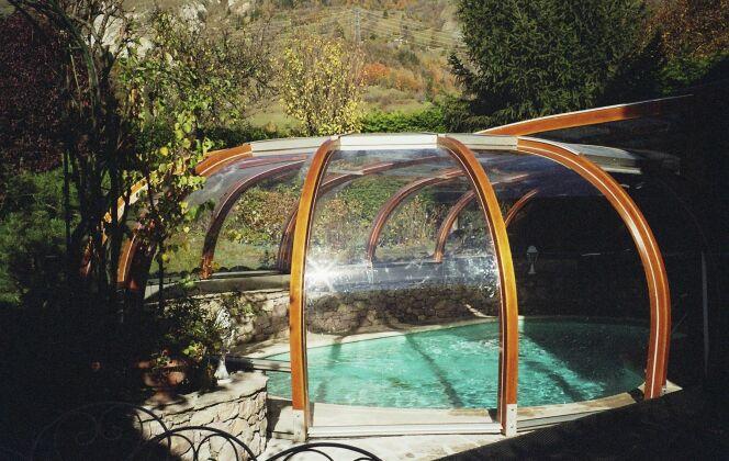 Abri de piscine rotonde fixe sur-mesure © Abris Piscines Conception