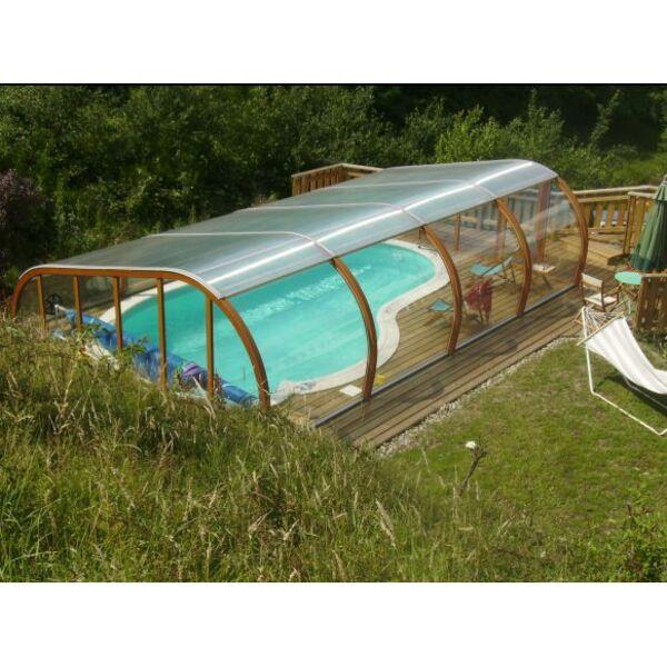 Abri de piscine semi haut et terrasse en bois for Abri de piscine