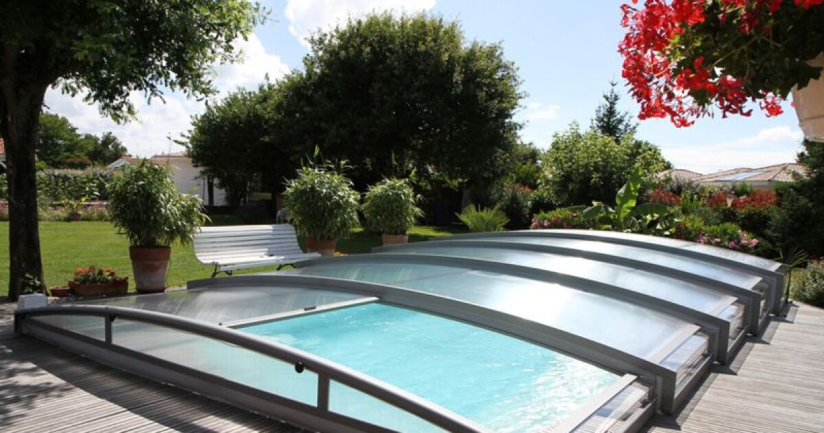 Abri de piscine t lescopique cintr azenco for Abri de piscine up