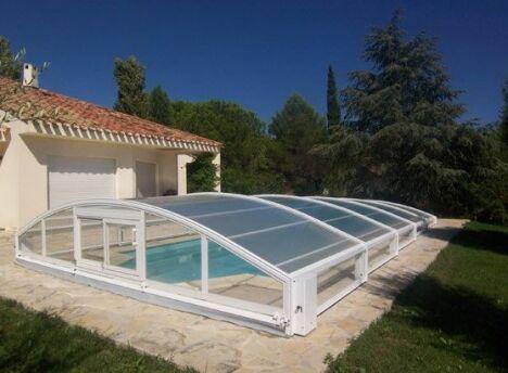"Abri de piscine télescopique en aluminium Sun Abris<span class=""normal italic petit"">© Sun Abris</span>"