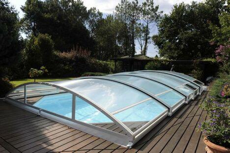 """Abri de piscine télescopique Mezzo Abridéal<span class=""""normal italic petit"""">© Abridéal</span>"""