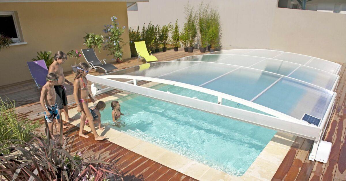 Galerie photos d 39 abris de piscine plats pour s curiser for Abris piscine plat