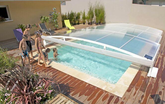 Abri de piscine télescopique plat Stretto Abridéal © Abridéal