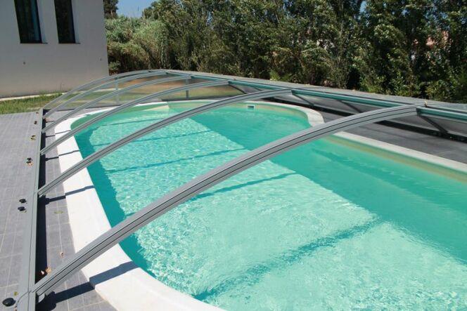 Galerie photos d 39 abris de piscine bas abri de piscine for Abri piscine azenco