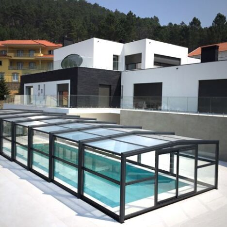 Abri haut de piscine posé au Portugal