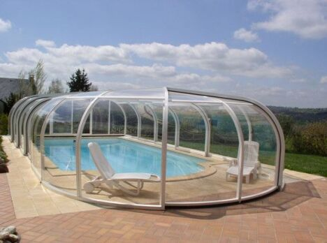 "Abri piscine aluminium rotonde Sun Abris<span class=""normal italic petit"">© Sun Abris</span>"