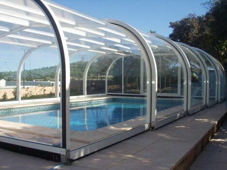 """Abri piscine haut cintré Sun Abris<span class=""""normal italic petit"""">© Sun Abris</span>"""