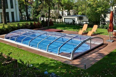 Abri de piscine télescopique bas angulaire