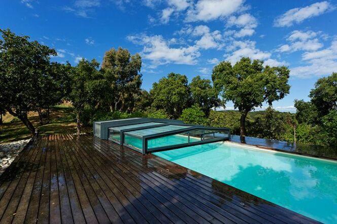 Les 27 piscines prim es aux troph es de la piscine 2015 for Abris de piscine sokool