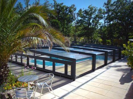 Abri mi-haut de piscine télescopique posé à Mons 83