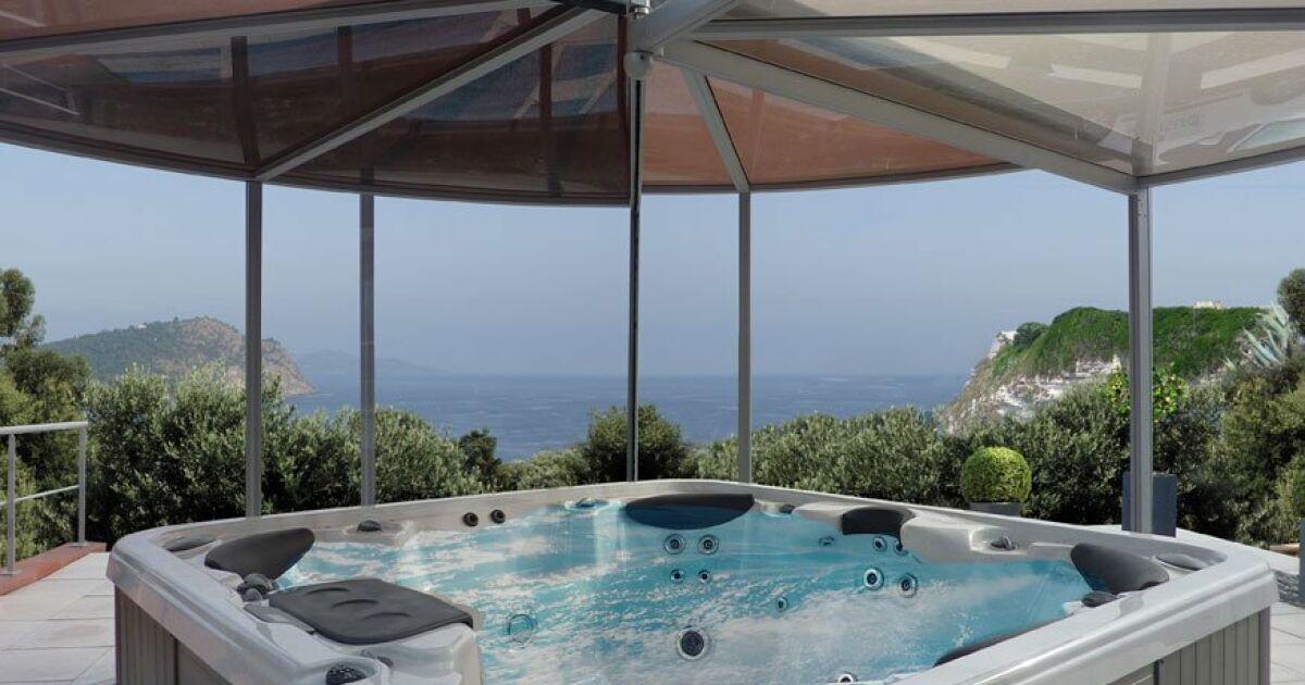 Abri spa panoramique abrisud for Piscine hyper u