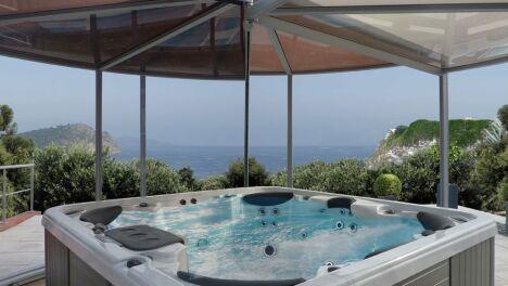 "Abri spa panoramique Abrisud<span class=""normal italic petit"">© Abrisud</span>"