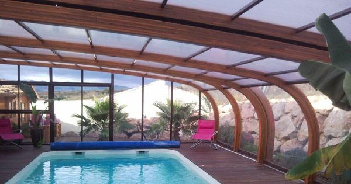 photos abris de piscine spacieux abris de piscine grand format abri de piscine haut en bois. Black Bedroom Furniture Sets. Home Design Ideas