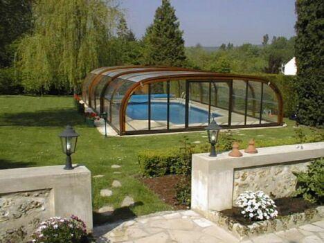 "Abris de piscine haut en bois Sun Abris<span class=""normal italic petit"">© Sun Abris</span>"
