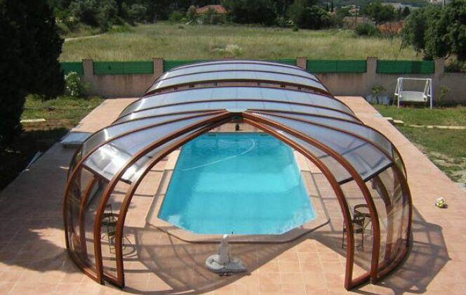 Abris de piscine haut rotonde en bois Sun Abris © Sun Abris
