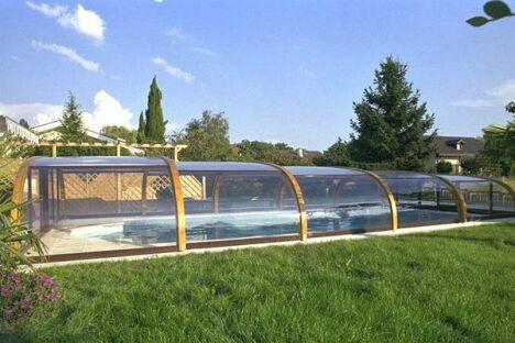 """Abris de piscine mi-haut en bois Sun Abris<span class=""""normal italic petit"""">© Sun Abris</span>"""