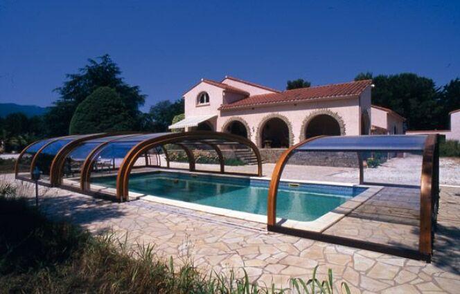 Reportage photos abris de piscines en bois abris de for Abri piscine haut fixe