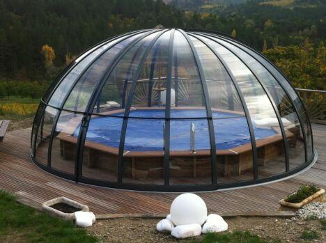L abri de piscine circulaire ou d me for Dome rechauffeur piscine