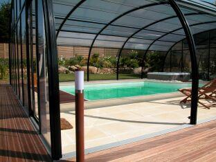 Abris de piscine spacieux