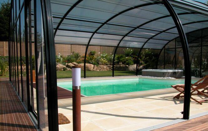 Abris de piscine spacieux © L'Esprit piscine