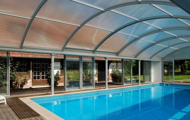 Abris de piscine spacieux © UP - Abris de piscine