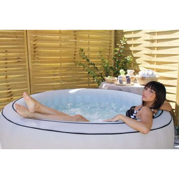 acheter un jacuzzi pas cher bons plans et astuces. Black Bedroom Furniture Sets. Home Design Ideas