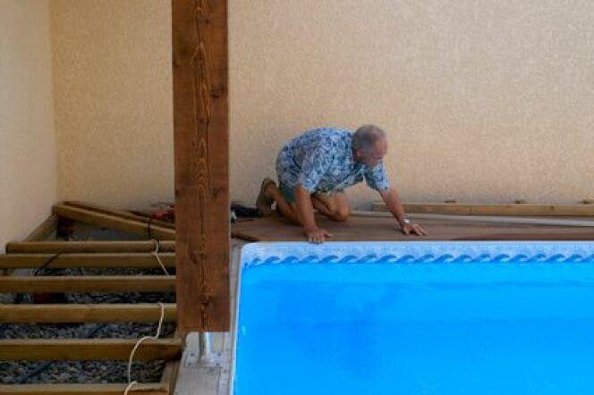 """Acheter une piscine en kit avec assistance permet de bénéficier d'un soutien dans les différentes étapes de l'installation.<span class=""""normal italic petit"""">© Photo Passion - Fotolia.com</span>"""