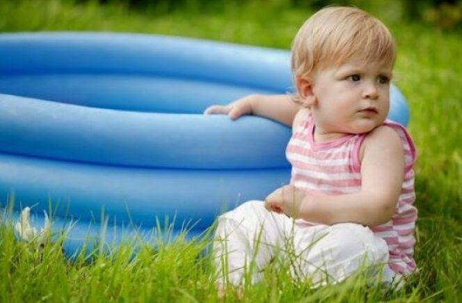 Acheter une piscine pour bébé : les bassins adaptés