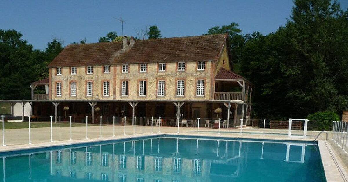 Piscine ambiance ext rieure saint clar de rivi re for Construction piscine haute garonne
