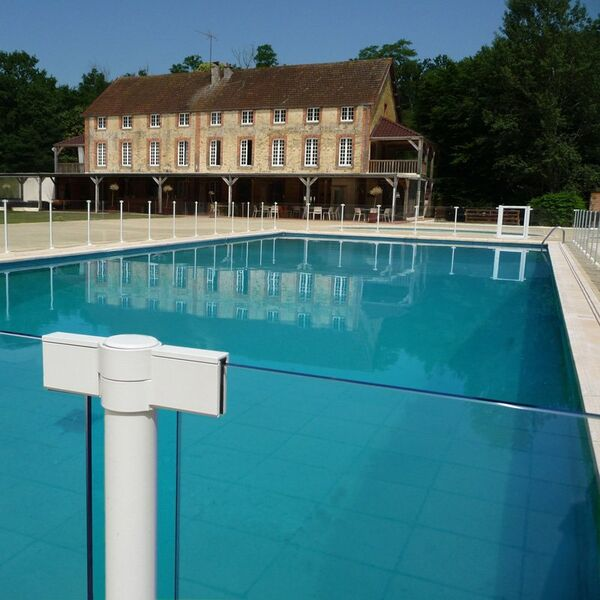 Piscine ambiance ext rieure saint clar de rivi re for Ambiance piscine