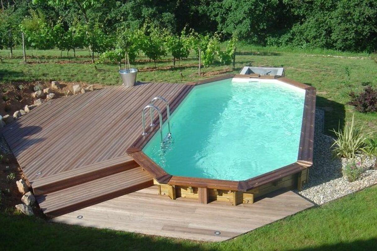 Mettre Piscine Sur Terrain En Pente comment aménager les alentours de sa piscine semi-enterrée