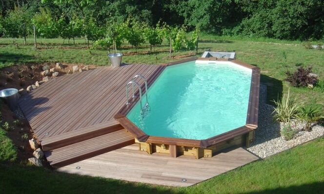 Comment am nager les alentours de sa piscine semi enterr e for Piscine semi enterre