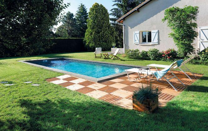 Aménagement de piscine avec petite plage. © Desjoyaux