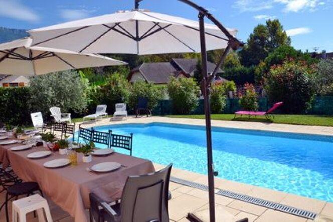 "Aménagez votre piscine et votre jardin avec Irrijardin.<span class=""normal italic petit"">© savoieleysse</span>"