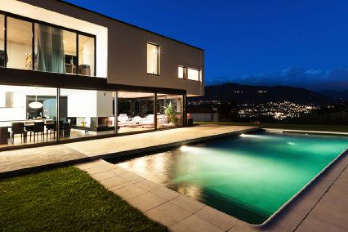 Idee Eclairage Terrasse Piscine les ampoules led pour un éclairage de piscine économique