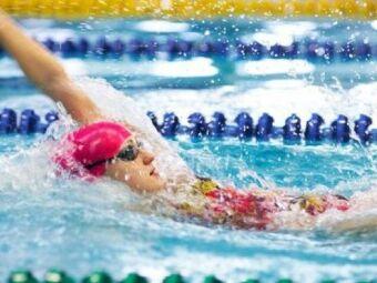 Apprendre à nager le dos ou dos crawlé : guide pratique