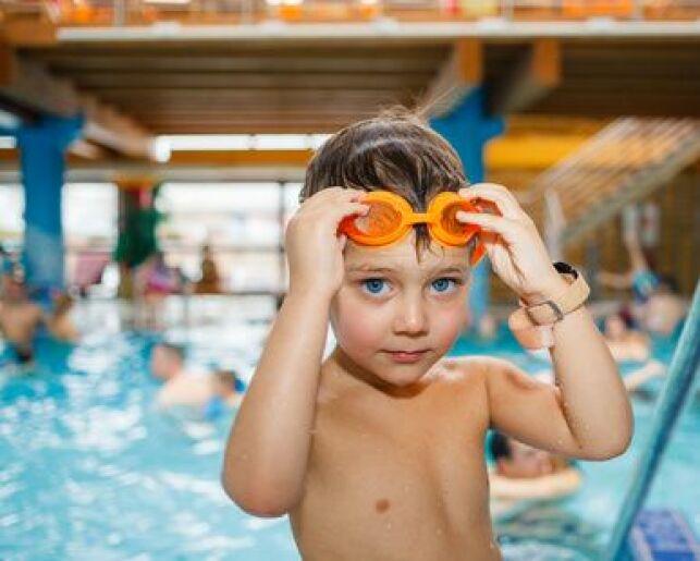 Apprendre à plonger à un enfant.