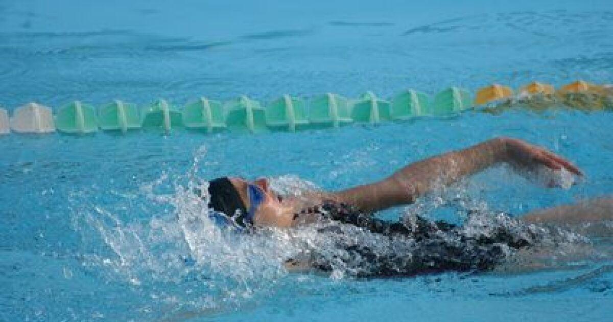 Peut on nager la brasse sur le dos for Apprendre a plonger dans la piscine