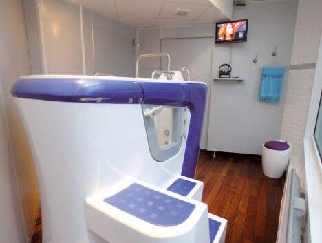 """Aquabike en cabine au centre Hydrospabike de Nogent sur Marne<span class=""""normal italic petit"""">DR</span>"""
