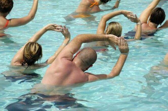 "Aquastretching : une variante de l'aquagym constituée d'une succession d'étirements<span class=""normal italic petit"">© Fotolia</span>"