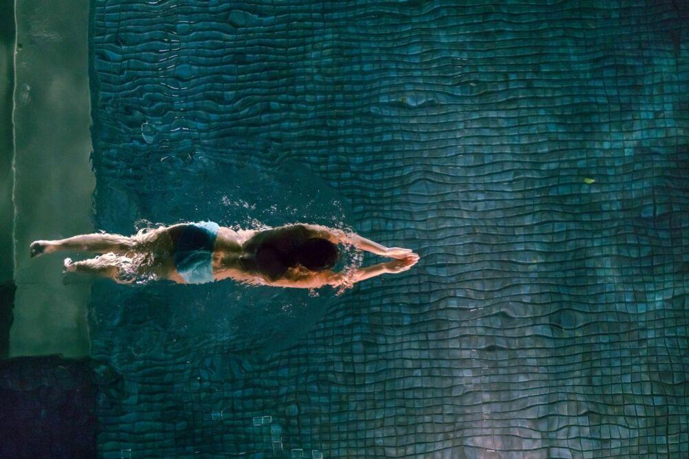 Assistant connecté pour piscine : Oklyn© Chris Kristiansen - Unsplash