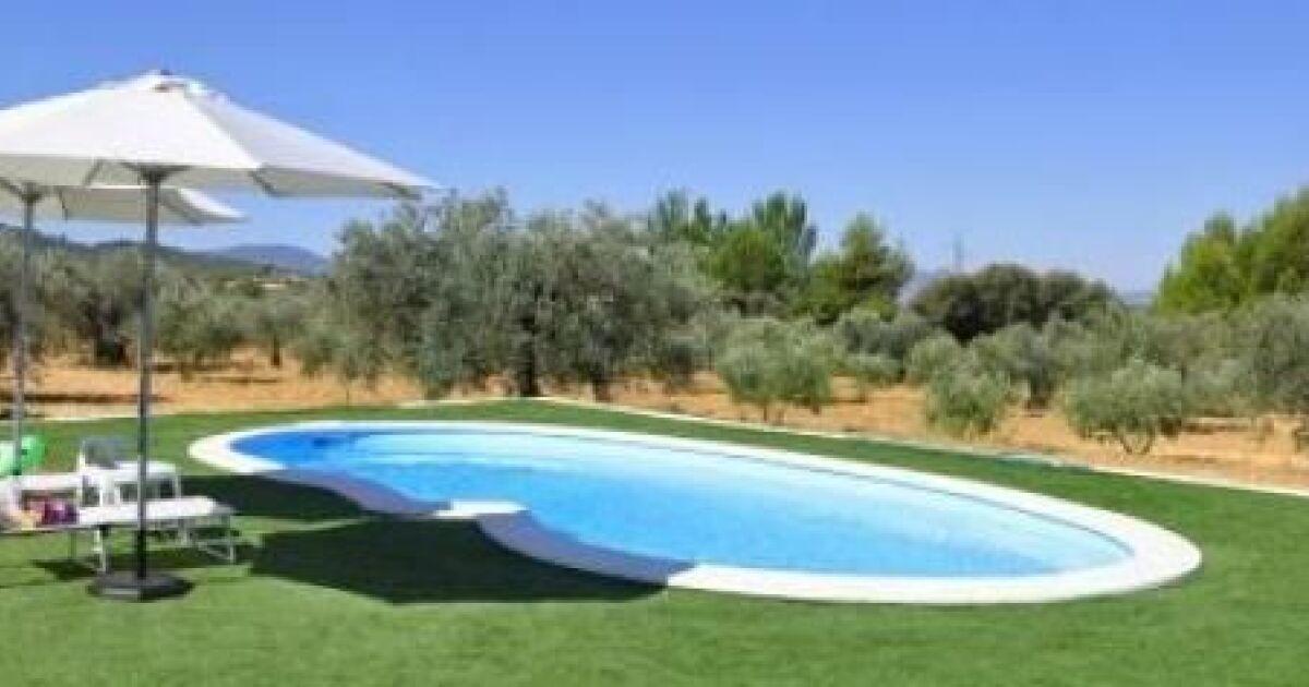 Assortir la couleur de la coque de piscine avec les margelles for Piscine sans margelle