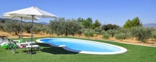 Assortir la couleur de la coque de piscine avec les margelles