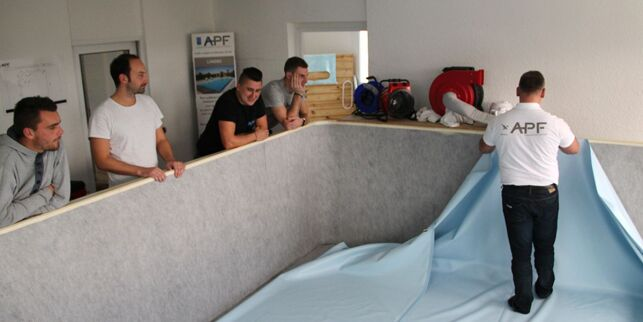 Atelier de formation à la pose d'un liner de piscine