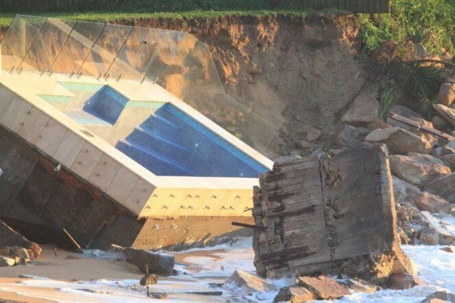"""Australie : la piscine n'a pas résisté aux violents orages <span class=""""normal italic petit"""">© Peter Rae</span>"""