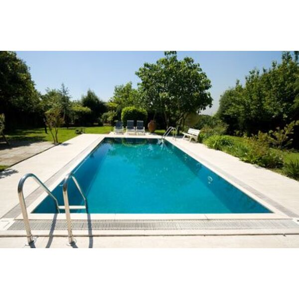 Piscine autour de l 39 verrines sous celles pisciniste for Construction piscine zone agricole